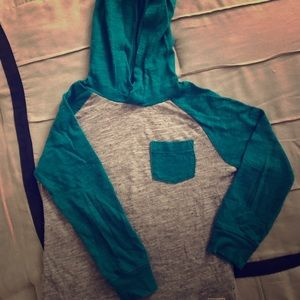 OshKosk Green and Gray Hooded Pullover Shirt